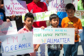 Kids-at-DACA-rally